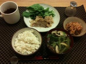 7月25日の夕飯、豚の生姜焼きとおきうととお味噌汁