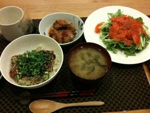 8月4日の夕飯、鰻飯とスモークサーモンとお味噌汁と唐揚げ