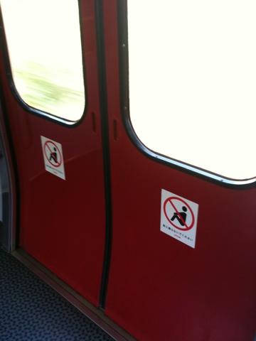 座りこみ禁止