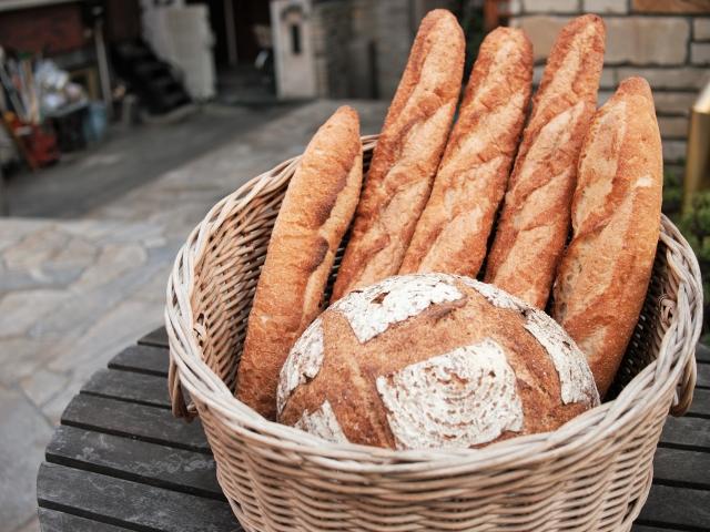 「バケット」を買ったのに勝手に「バタール」に変えるパン屋さんて…どうなの?