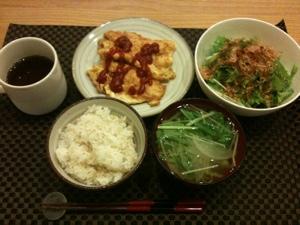 7月28日の夕飯、ササミのピカタ・水菜のサラダ・味噌煮