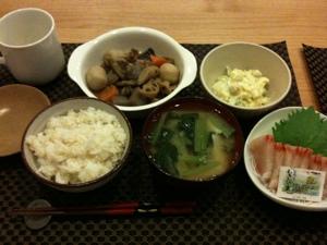 8月3日の夕飯、がめ煮とカボチャのサラダとカンパチ刺しとお味噌汁