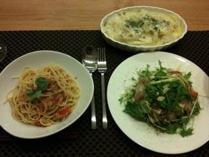 8月6日の夕飯、トマトとツナのパスタと鯛のカルパッチョとポテトのグラタン風