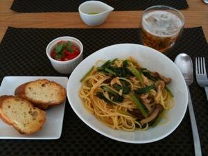 7月17日のランチ、フグの子パスタとトマトと昼ビール